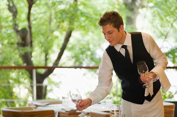 Restaurante contrata para seu quadro de funcionário:  Garçom